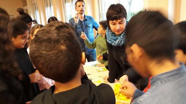 Sensibiliser au bio & local : un marché de producteurs aux collèges Paul Eluard et Elsa Triolet de Vénissieux