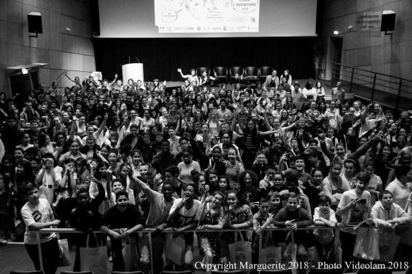 Des élèves enthousiastes dans l'Amphi Meyrieux de l'ENS de Lyon (Lyon 7) © Projet Marguerite 2018 – Photo : Videolam