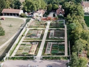 Le conservatoire des variétés lyonnaises anciennes de légumes, fruits et roses, du domaine de Lacroix-Laval
