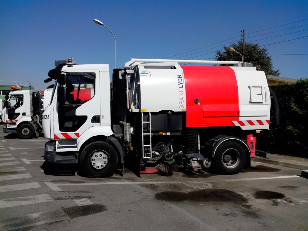 En 2013, 5 balayeuses ont été équipées d'un procédé fonctionnant à l'eau qui permet une baisse de 15% des consommations de carburant.