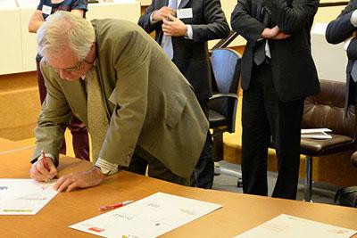 18 nouveaux partenaires ont paraphé le précieux document à l'issue de la Conférence Enrgie Climat. © J. Léone