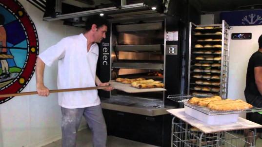 Denis Roisil dans sa boulangerie