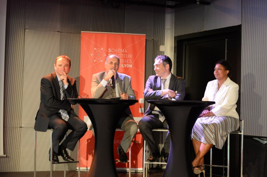 Ouverture en présence des Vice-Présidents de la Métropole en charge du plan climat et de l'énergie (à droite), et des dirigeants régionaux d'ErDF et GrDF (à gauche).