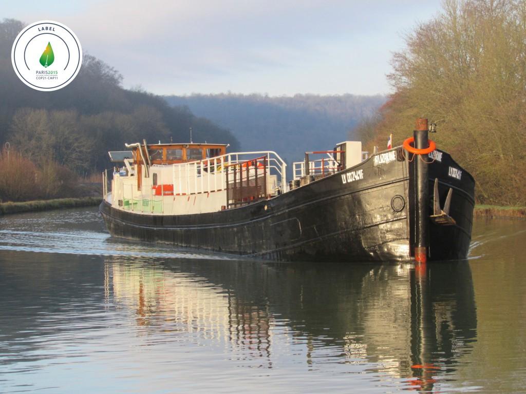 Entre septembre et novembre 2015, deux bateaux remonteront les 1500 km qui séparente Bordeaux de Paris (ci-dessus, la péniche Alizarine qui assure le trajet depuis Avignon)