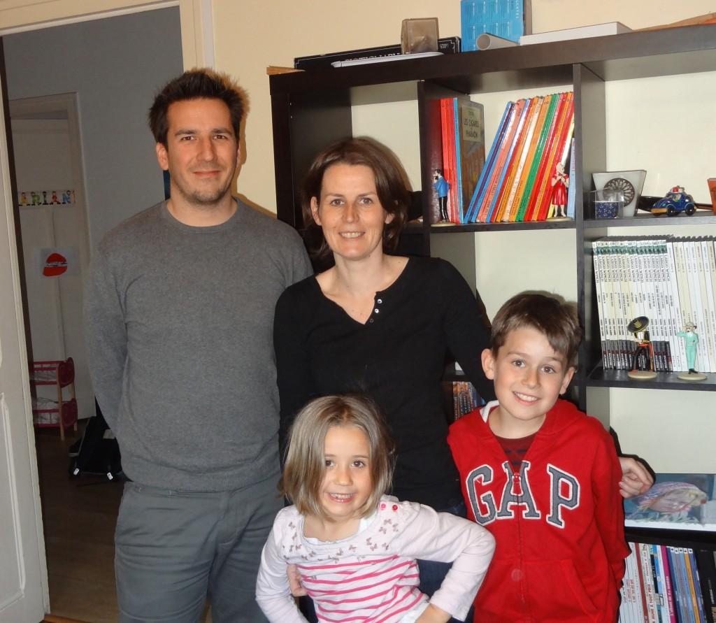 Tolis et Leatitia avec leur enfants Timeo et Ariane dans leur maison de Lyon. S'ils ont participé au concours FAEP dans leur ancien appartement, ils n'ont pas oublié les écogestes qui réduissent la facture