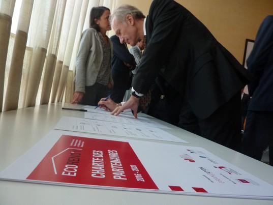 Tour à tour, les partenaires ont signé la charte