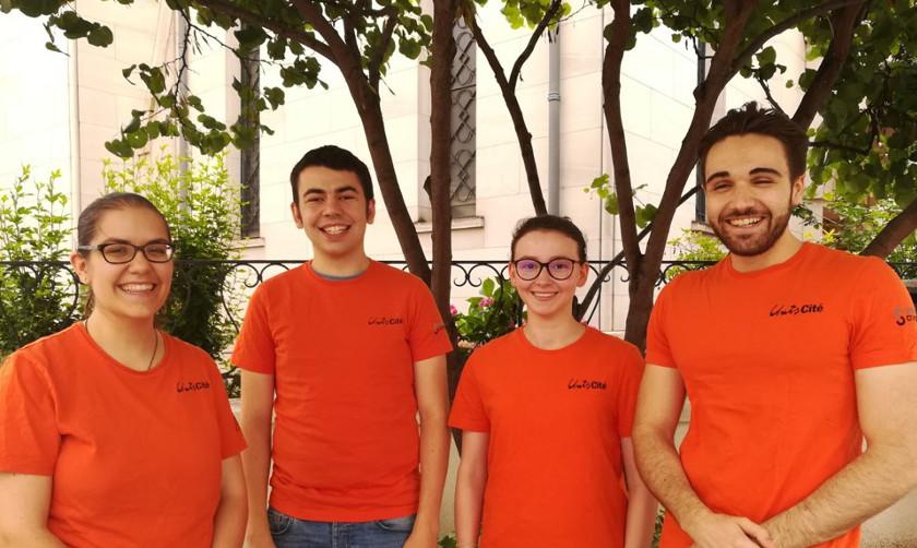 Lucille, Victor, Maëlle et Florent ont passé les 9 mois de leur service civique à la sensibilisation des salariés de bureau aux gestes permettant d'économiser l'énergie.
